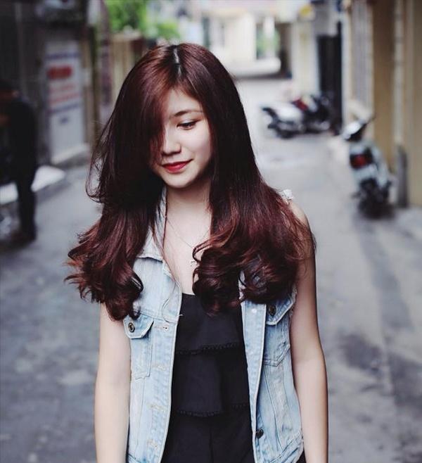 nhuộm tóc màu đỏ tím ra nắng mới thấy