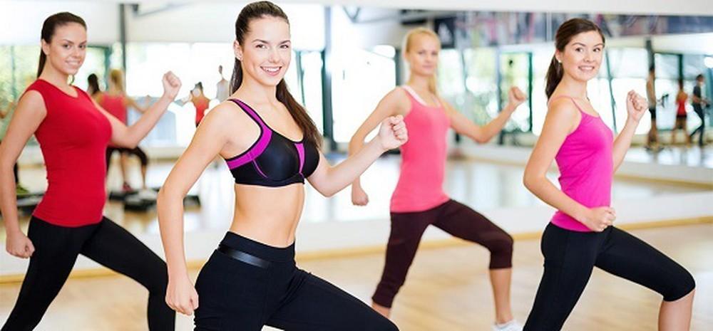 Thế dục giảm cân với động tác lắc hông